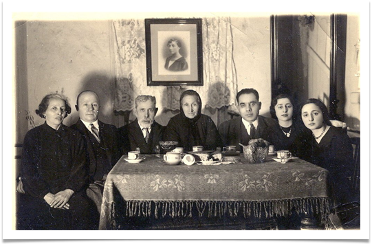 My grandparents, an aunt and here 2 daughters and my uncle. That photo was taken in the 1930s.
